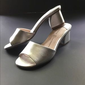 Chinese Laundry Silver Slides sandals NWOT sz 5.5